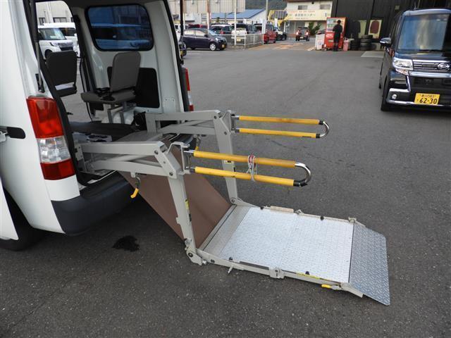 車いす移動車2基積 福祉車両 リアリフト(18枚目)