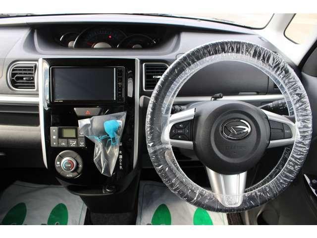 オートエアコンが付いています。AUTOスイッチを押せば車内の湿度・風量・吹き出し口を自動調節し、1年中車内を快適に保ちます。