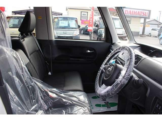 運転席です。広さがあるので運転時もストレスフリーになれますよ♪