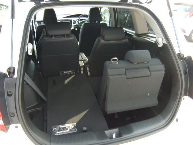 RS ワンセグ メモリーナビ DVD再生 バックカメラ ETC LEDヘッドランプ 乗車定員6人 3列シート アイドリングストップ(8枚目)