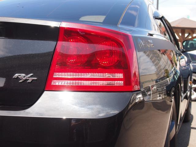 ダッジチャージャー入庫しました!人気の1台です!5.7L HEMIエンジン V8 アメリカンなサウンドです!お気軽にお問い合わせください!
