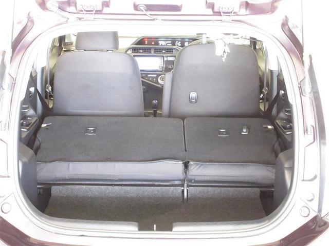後席をパタンと倒すと収納力がアップ!!急な荷物にもすぐ対応できますよ☆