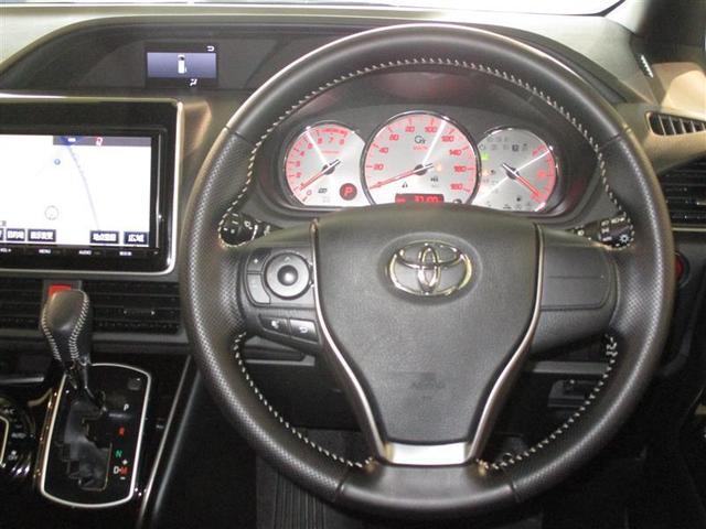 高級感はもちろん、握りやすいハンドル。運転が楽しくなりますね。