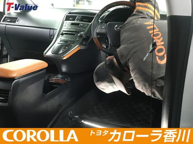 直接肌に触れるハンドルや運転席周りも入念にクリーニング致します。