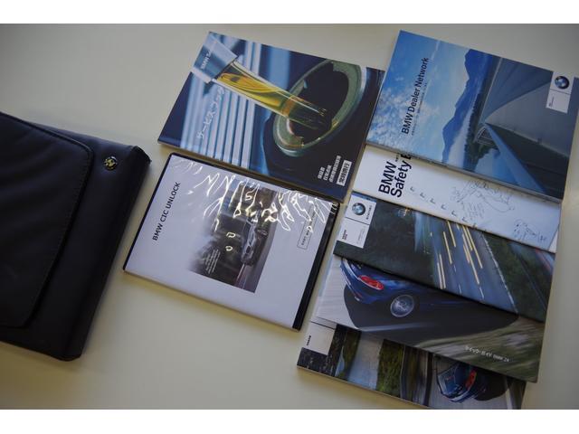 手帳類揃っています。保証書、取扱説明書、ディーラーネットワーク、セーフティブック、ETCブック、クイックガイド!