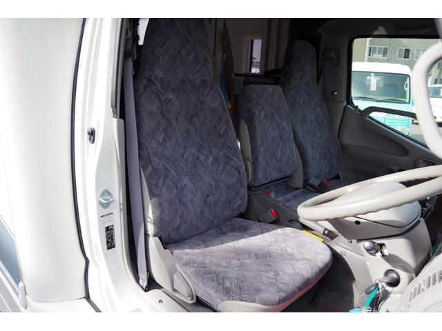 運転席シート座面・背もたれ綺麗です。