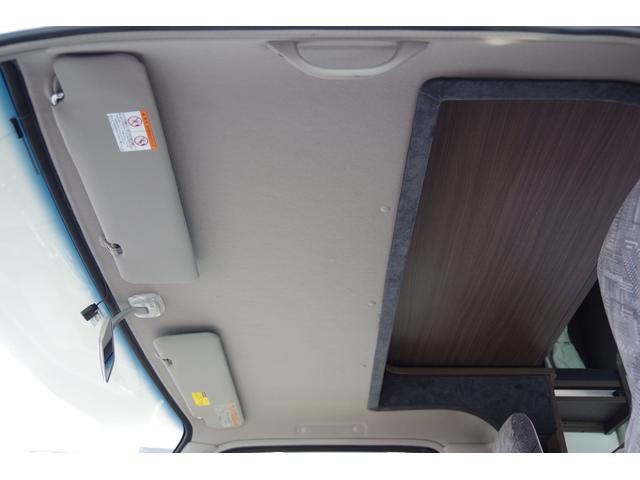 運転席助手席上部の天張り綺麗です。