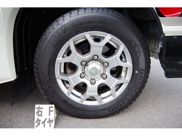 15インチアルミホイール:タイヤサイズ195/70R15 106/104L LTです。
