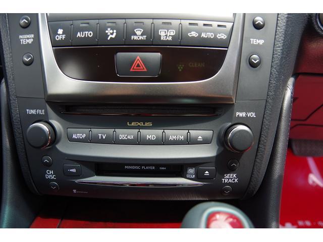 エアコン操作パネル、CD/MD挿入口、オーディオ切り替えスイッチです。エアコン操作は、オートです。