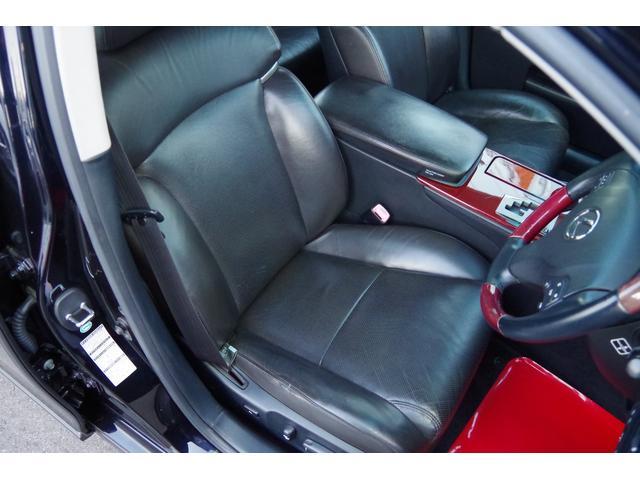 運転席革シート:大きな損傷など無く、状態は良好ですが、年相応の使用感は御座います。