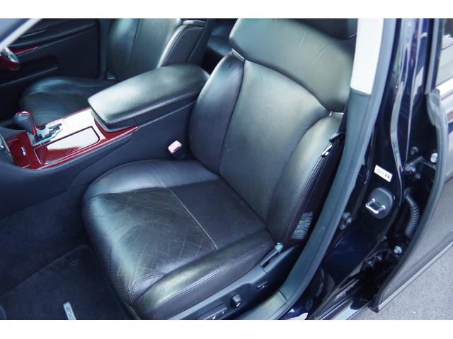 助手席革シート:大きな損傷など無く、状態は良好ですが、年相応の使用感は御座います。