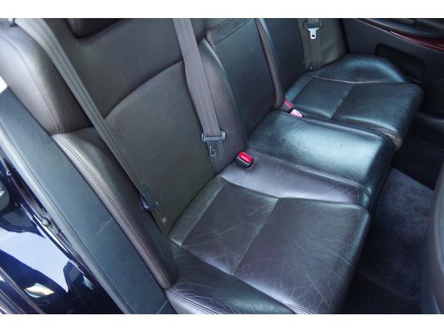 運転席側リア革シート:大きな損傷など無く、状態は良好ですが、年相応の使用感は御座います。