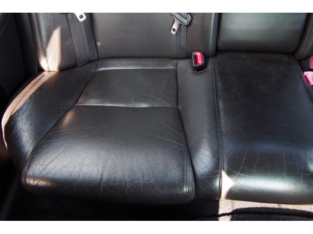運転席側リアシート座面綺麗です。