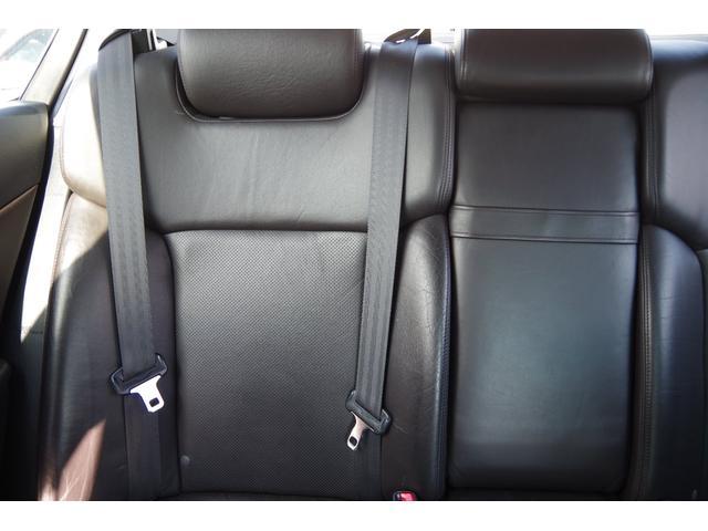 運転席側リアシート背もたれ綺麗です。