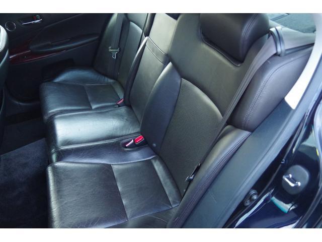 助手席側側リア革シート:大きな損傷など無く、状態は良好ですが、年相応の使用感は御座います。