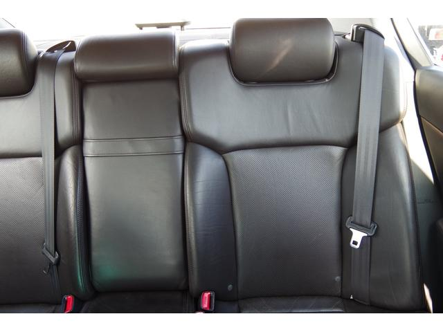 助手席側リアシート背もたれ綺麗です。