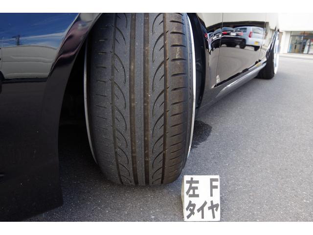 タイヤサイズ235/35R19、タイヤ8分山で、まだまだ使用可能です。