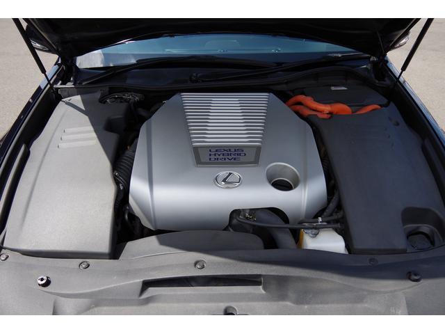 エンジンルーム、機関良好です。走行距離70,000km時にトヨタディーラーにてHVバッテリーと配線類を新品交換しております。