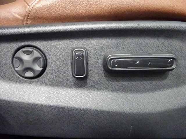 電動シートで最適な運転ポジションが取れます。