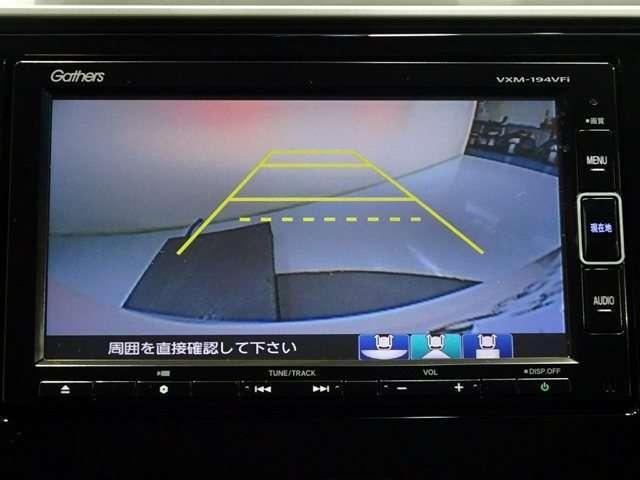 バックカメラの画像です。ガイドラインがスムーズな車庫入れをサポートいたいます♪