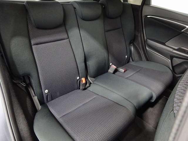 リア席もゆったり快適に座っていただけますので、後部座席にお乗りの方も楽しくドライブに参加していただけます。