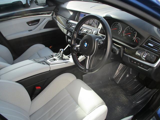 BMW BMW M5 ガラスサンルーフ 本革シート HDDナビ
