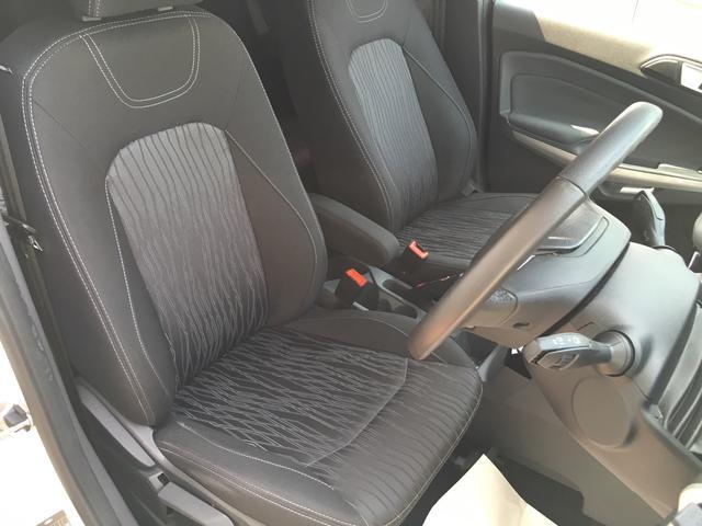 フォード フォード エコスポーツ タイタニアム スマートキー クルーズコントロール