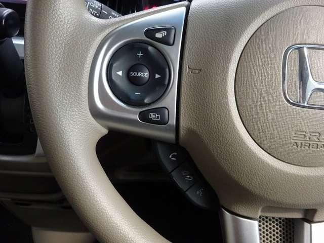 ハンドルには、オーディオコントロールスイッチが付いており、手元の操作で音量や曲の選択ができます。