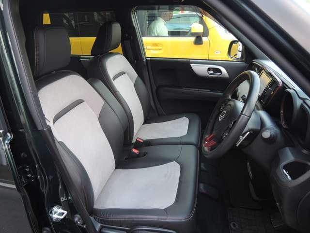 フロントシートは、前方をしっかり見渡せるよう、シート座面を高めに設定。サイド部も身体全体をサポートする形状になっています。またエアーバックは両席に装備で安全性も良くて安心です。