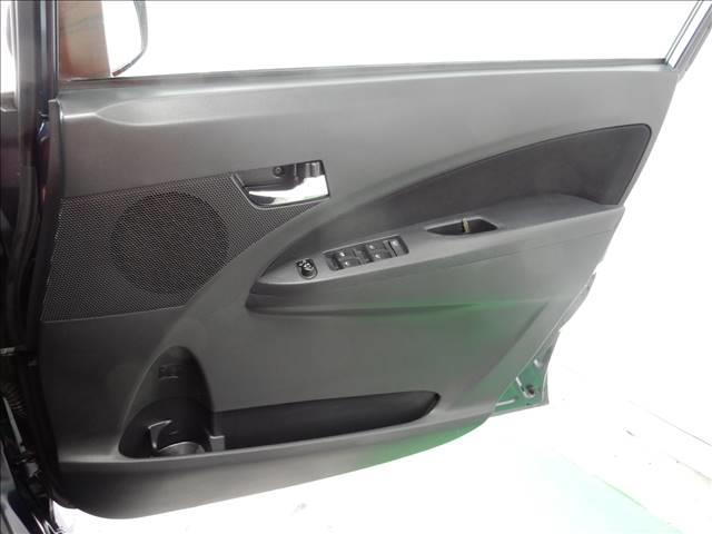 ダッシュボードやドアの内側も専用ワックスを使って、磨いております!日焼けして色あせしている部分もこのワックスがけを施工しているので、新車のようなツヤを復活させております♪