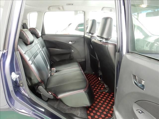 後部座席もゆったりしており、座席を倒すと荷室もすごくひろくなります!