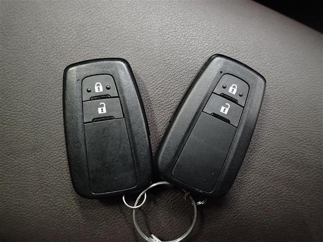 スマートキーは、鍵を探さなくても簡単にドアの開閉、エンジン始動が出来ます