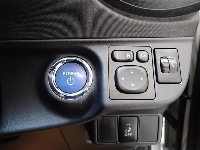 運転席右側にエンジンスタートボタンが配置されています