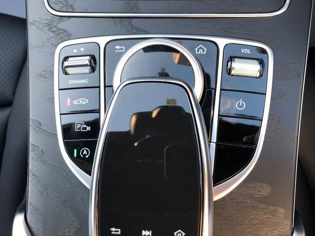 スマートフォンのようなタッチパネルやダイヤル式COMMANDコントローラー等で多彩な機能を直感的に操る事ができます。