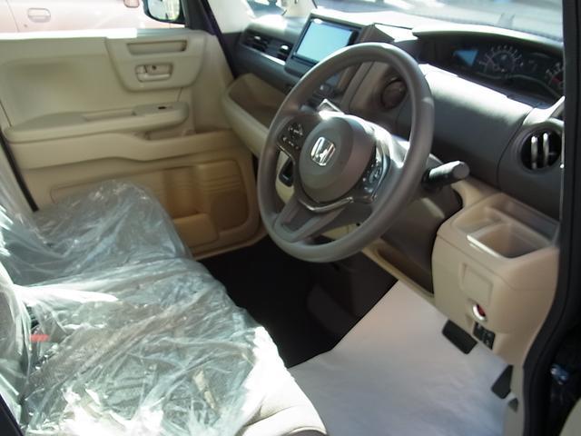 フロアーマット装備済!やさしい内装色で広々とした車内です(^^)/走行距離も少なめでで内装もピカピカです(^^♪