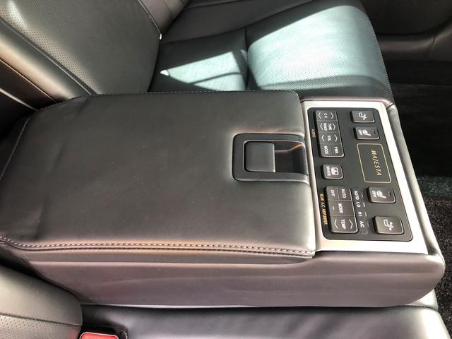 後部座席中央には後部座席用のエアコン設定ができる機構があります! お気軽に無料電話 0066-9706-178102 までお問い合わせ下さい!