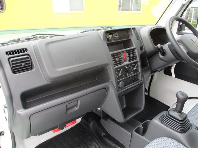 M 届出済未使用車 2WD 5速MT エアコン パワステ Wエアバック ABSブレ-キ AM/FMラジオ(時計付)(12枚目)