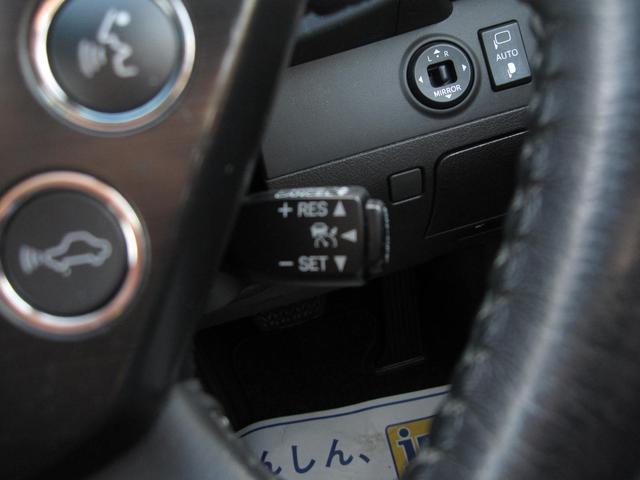 アクセルを踏まなくても設定した速度で走行可能なオートクルーズコントロールを装備しています!ロングドライブでも運転が楽になります。ブレーキやシフト操作でも解除可能です!