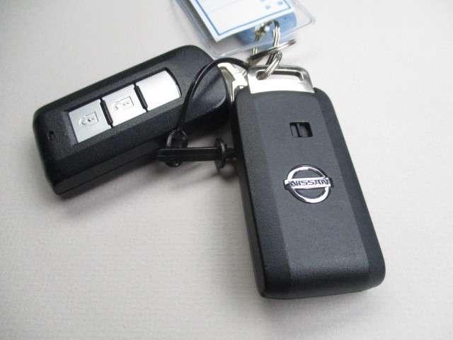 インテリジェントキー。カバンやポケットを取り出さずにエンジンの始動・ドアの開閉ができて便利です。