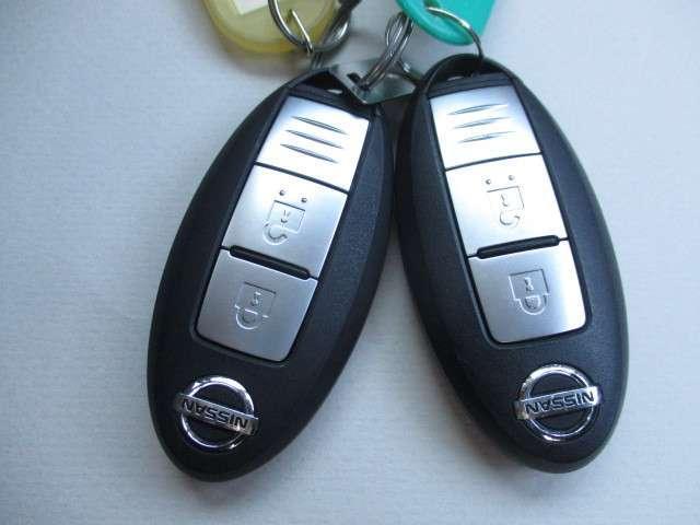バックやポケットから取り出さずにエンジンの始動やドアの開閉ができる便利なインテリジェントキー