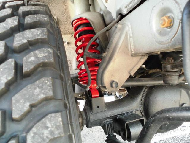 ランドベンチャー オリジナルツートンルーフ・2インチリフトアップ・5速MT・新品トランパスMTタイヤ・マッドブラック塗装JB23用AW・Fスチールパイプバンパー・Rスチール角バンパー・LEDテール・LEDライセンス(12枚目)