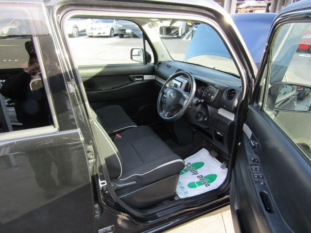 運転席は開放感のある視界で、アイポイントも高いので運転し易いです!!