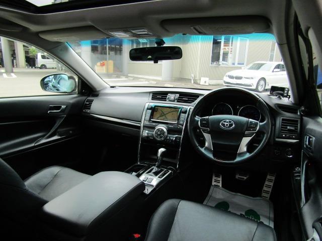 黒本革シートで高級感溢れる車内となっております!!