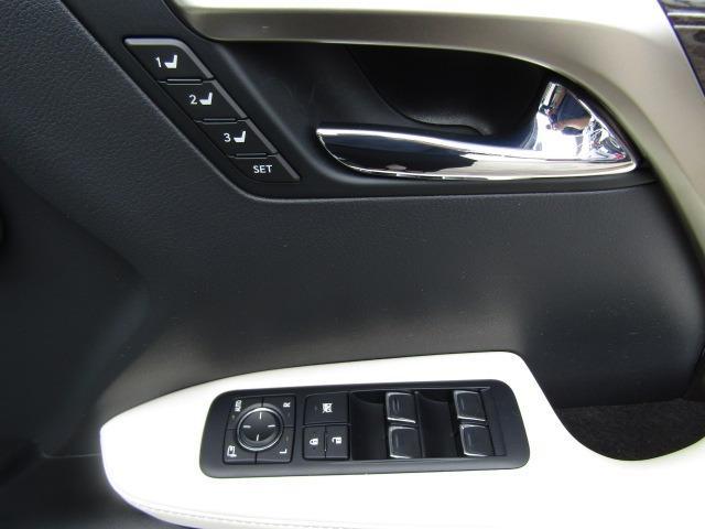 電格ミラーで運転席から格納や角度の調整が可能です!シートメモリー機能搭載です!!