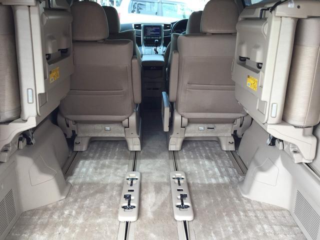 サードシートを倒せば大きな荷物も載せられます。