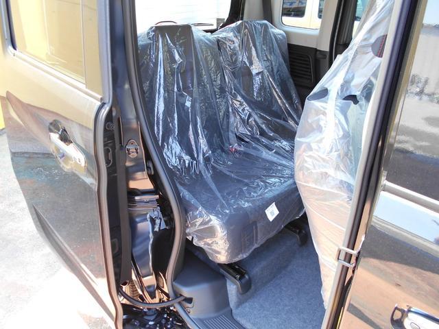 ハイブリッドXSターボ  登録届出済未使用車 両側自動ドア(9枚目)