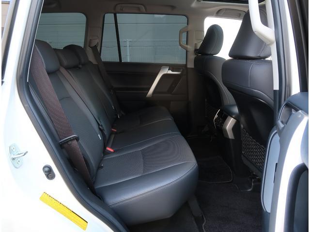 ☆禁煙車・ガレージ保管なので大変綺麗なお車です☆内外装クリーニング済み☆前席は快適温熱シート&電動調整機能付きとなっております。