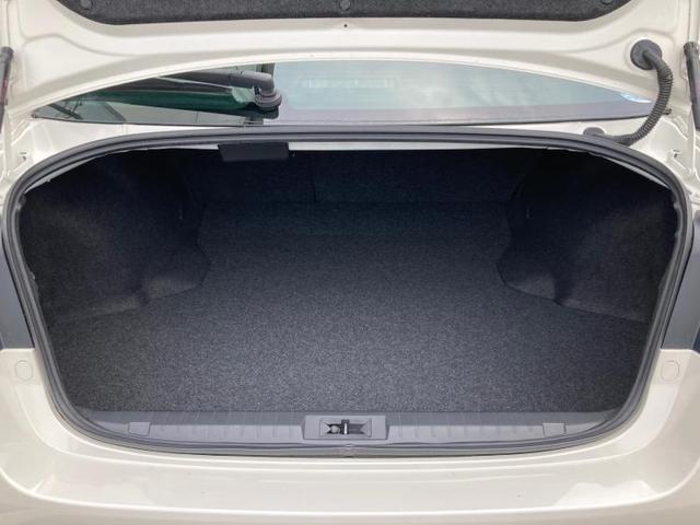 B4 サンルーフ/車線逸脱防止支援システム/ヘッドランプ LED/ETC/EBD付ABS/横滑り防止装置/アイドリングストップ/エアバッグ 運転席/エアバッグ 助手席/エアバッグ サイド/アルミホイール(8枚目)