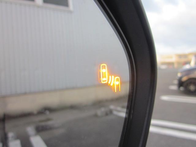 ★ドアミラーには車線変更時に後方車両の接近を知らせてくれる【ブラインドスポットモニター】があります。高速道路での追い越し時には重宝します★