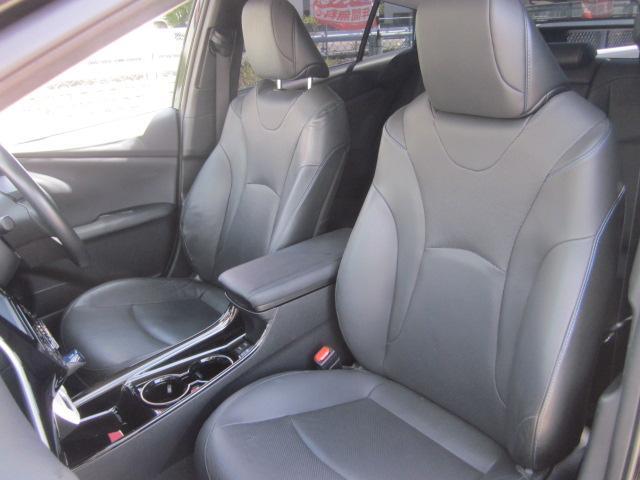 ★シートはブラックレザーシートです。レザーシート特有の座りシワもありません。運転席はパワーシートです。また運転席と助手席にはシートヒーターも付いています★